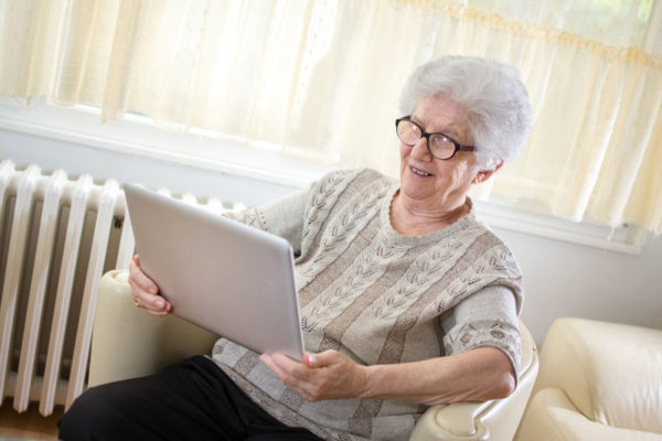 Videotelefonie via Skype im Seniorenheim.